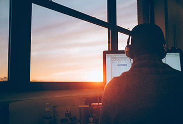 How to Work From Home – 7 useful ways to make the work day run smoothly